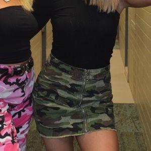 Boohoo camo skirt size 6 / small